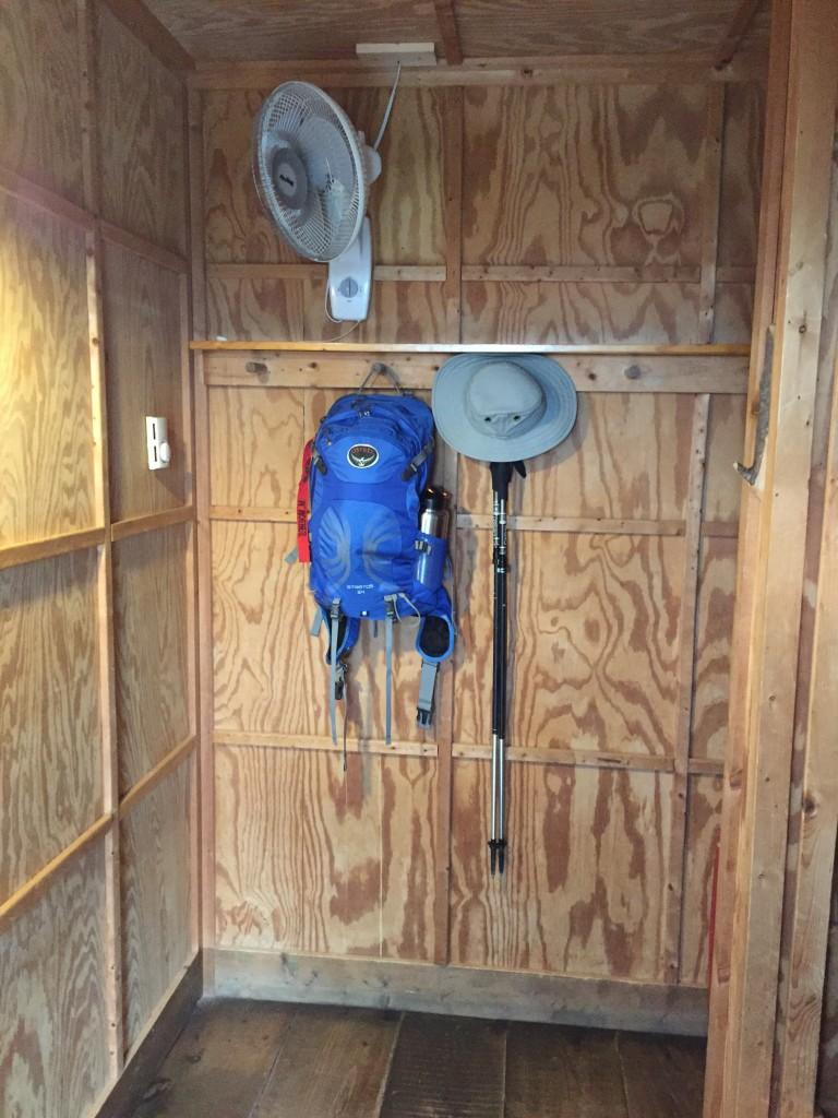 inside hike inn room